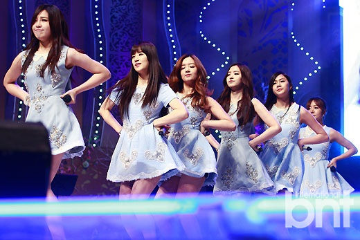 颁奖典礼于8日晚在韩国京畿道城南市内举行,EXO、Apink、Ladies