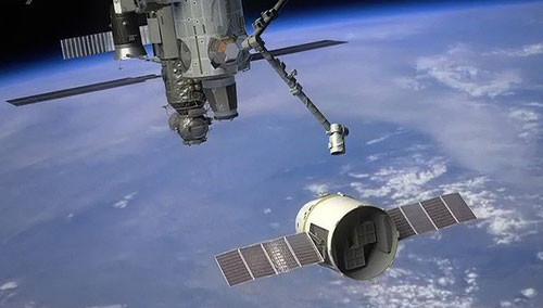 """""""龙""""飞船脱离国际空间站"""