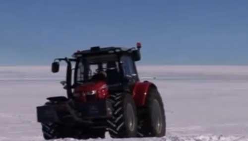 荷兰女子驾拖拉机游南极