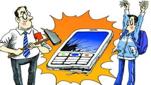 """炫耀""""三防""""手机壳 结果手机悲催了"""