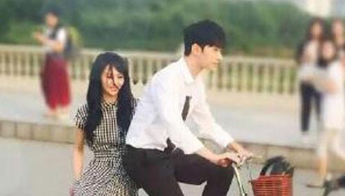 网曝《微微》最新路透照  杨洋郑爽情侣衫般配
