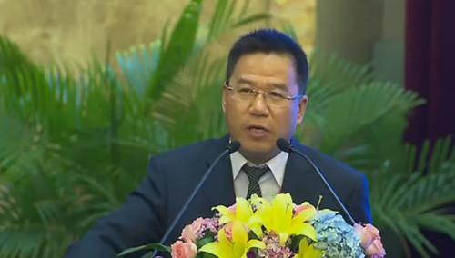 """中国(湖南)非公有制经济发展论坛主题 """"适应新常态 促进新转变 谋划非公有经济新发展"""""""