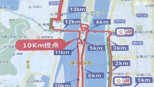 长沙国际马拉松赛18号鸣枪 安保每隔20米设一岗