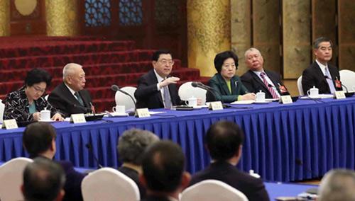 张德江与港澳地区的委员共商国是